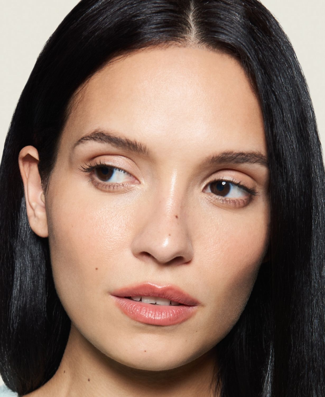 eye-and-lip-make-up-erase-model-1